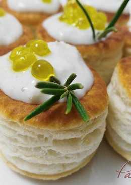 Mini volovanes de brandada de bacalao con caviar de aove
