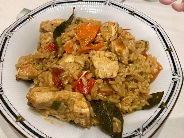 Pollo con arroz todo en la misma olla! Muy pero muy sabroso!! Facilísimo!!