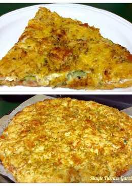 Pizza de calabacín, cebolla y quesos