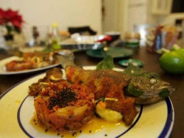 Trucha salmonada rellena de queso y espinacas con marlin ahumado