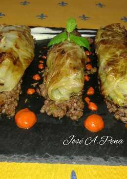 Rollitos de col rellenos de carne mixta y crema pasados