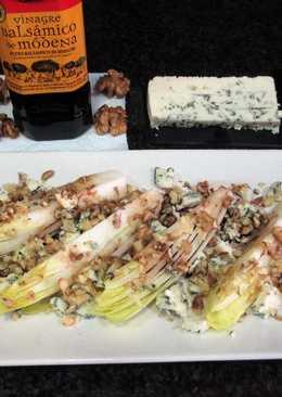 Ensalada de endivia con quesogorgonzola y nueces