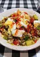 Lentejas con arroz integral y verduras salteadas en wok