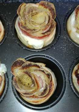 Rosas de patata, hojaldre, bacon y Philadelphia