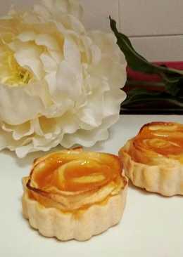 """""""Rosas de manzana"""" con obleas y natilla"""