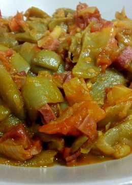 Judía verdes salteadas con jamón y tomate