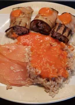 Rollitos de berenjena o calabacín rellenos de arroz y salmón