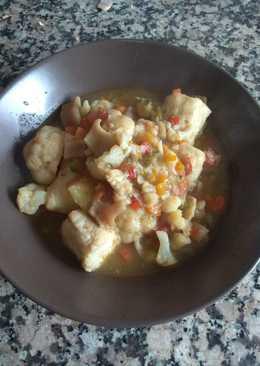 Guiso de merluza, pota y coliflor