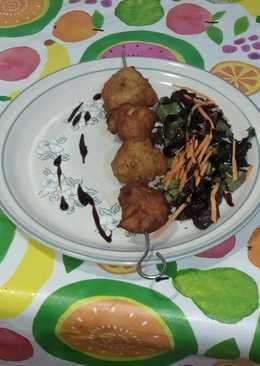 Brocheta de buñuelos de yuca & pescado