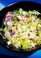 Ensalada de verano con salsa de mostaza y miel