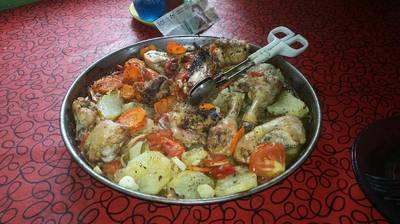 Pollo al horno con colchon de verduras