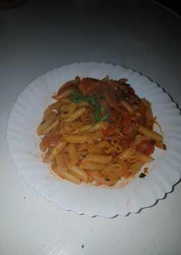 Pasta con cebolla y tomate