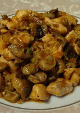 Pechuga de pollo con habitas y champiñón