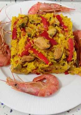 Paella mixta de pescado, marisco y verduras
