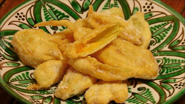 Receta y videoreceta de buñuelos de flor de calabacin