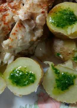 Patatas arrugadas con salsa verde de ajo y perejil