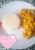 Lomo de cerdo con nata al curry con arroz blanco