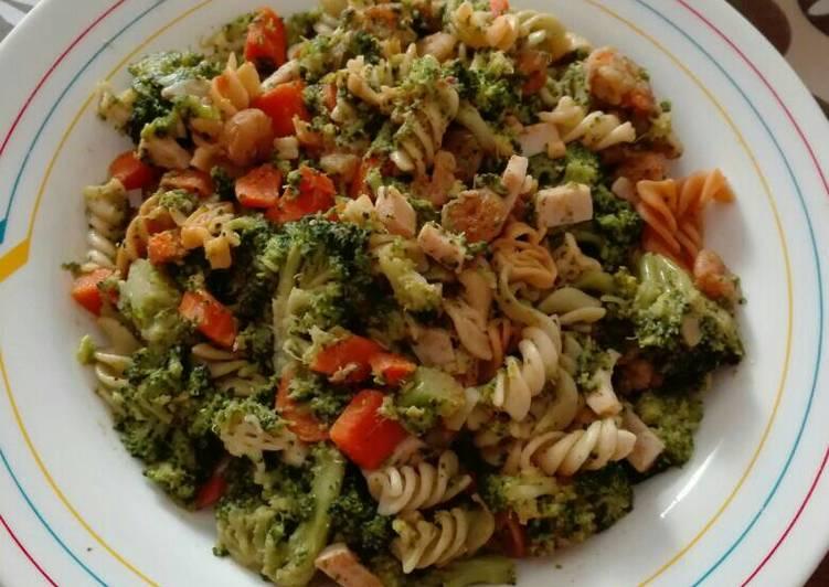 Brócoli con pasta y gambas al pil pil