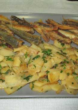 Boquerones fritos con guarnición de patatas confitadas