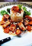 Atún y gambas en salsa de tomate con arroz - fácil