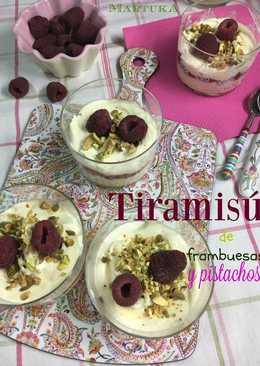 Tiramisú de frambuesas y pistachos