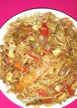 Espaghetis chinos con pollo