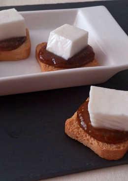 Canapés de queso fresco de cabra con mermelada casera de higos