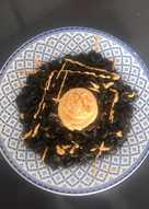 Fideuá negra con pulpo y alioli de pimentón