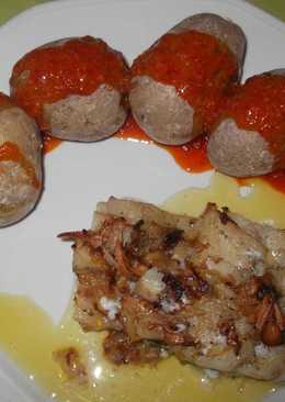 Bacalao al horno con papas arrugadas y mojo rojo canario