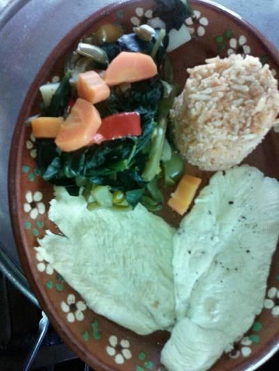Pechuga de pollo con vegetales sin grasa