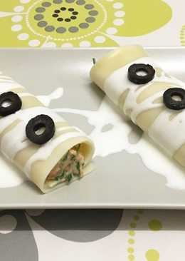 Canelones fríos de bonito y crema de queso con piquillos