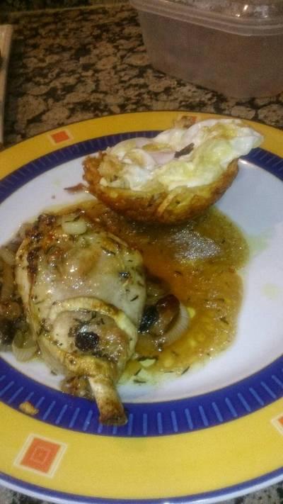 Pollo con pasas y nido🐣 de patatas
