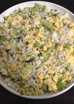 Arroz con brocoli y tortilla/revuelto de ajo polvo y perejil