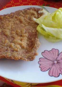 Milanesa de carne de vaca con ensalada de lechuga
