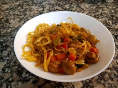 Tallarines fritos con verduras