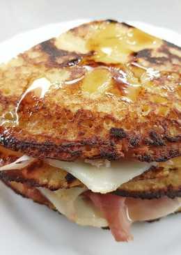 Pancakes de arroz y mandarina con jamón y queso