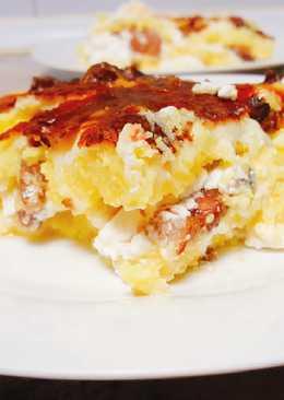 Pastel de polenta con queso feta y panceta ahumada