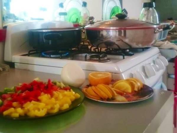 Pollo a la naranja y arroz a la jardinera