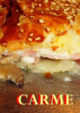 Empanada de hojaldre con panceta y queso