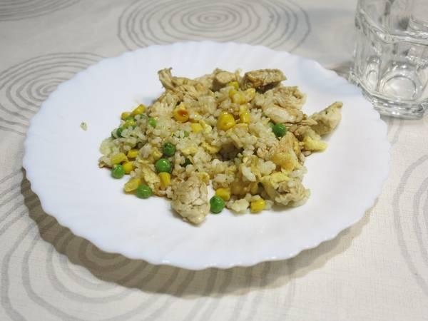 Arroz 3 delicias ligero con pollo cocido