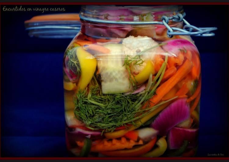 Encurtidos en vinagre caseros receta de tererecetas cookpad - Encurtido de zanahoria ...