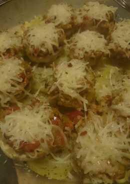 Champiñones rellenos en cama de patatas con tomillo y orégano