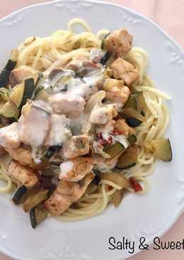 Spaghetti con salmón fresco a la crema