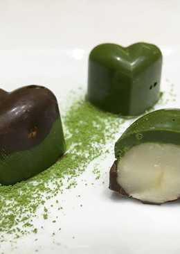 Nueces de macadamia cubiertas con chocolate de té verde matcha