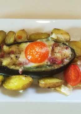 Berenjena rellena, patatinas y huevo