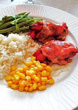 Muslos de pollo al horno con verduras y arroz