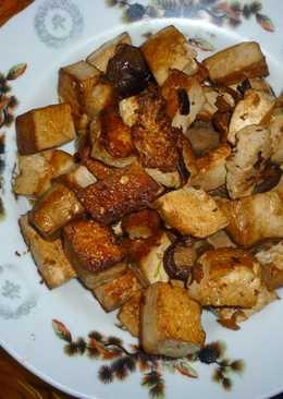 Tofu con setas marinados