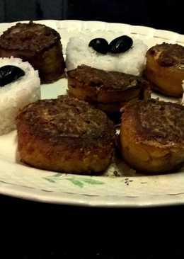Rollos de plátano macho maduro frito con relleno de carne molida