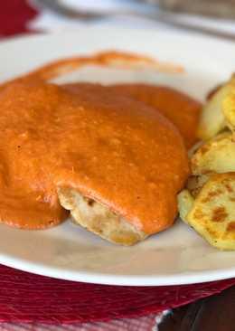 Solomillo de pavo en salsa de pimientos rojos