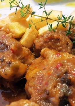 Pollo con albóndigas en salsa de hortalizas